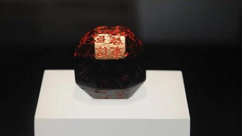学生捡到一枚26面骰子,交给博物馆,十年后专家发现竟是国宝!