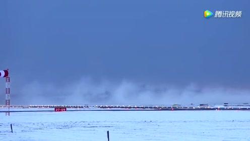 B747和A380暴雪后起飞,强大尾喷淹没整个飞机