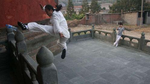 """武当""""轻功""""第一人,凌空一跃5米踢翻水瓶,20米高处跳下毫发无损!"""