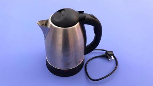 """电热水壶不能用,动一动底座""""小机关""""立马解决,不用花钱买新的"""