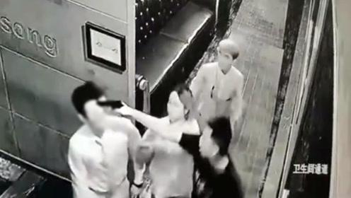"""男子酒吧碰到前女友竟掏""""枪""""怒指他人 警方:10元买的玩具枪"""