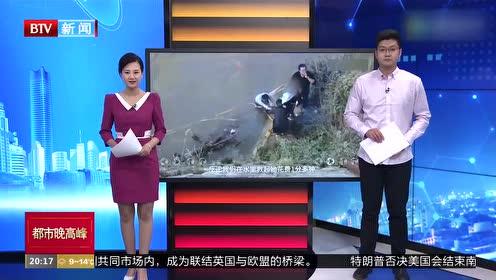 甘肃兰州一女孩落水 4名快递小哥跳河救人