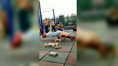 俄式俯卧撑,没有几个人能做到这样!
