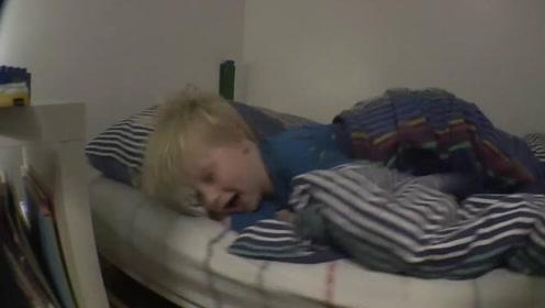 """儿子早上总赖床,老爸发明""""起床神器"""",网友:是亲生的吗?"""
