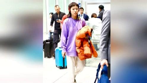 王菲女儿窦靖童好帅气,叠穿紫色卫衣配直筒裤,日系潮流个性十足
