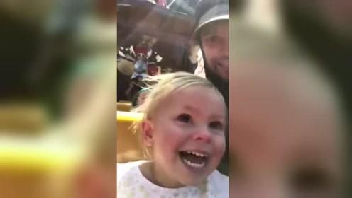 萌!美国父亲拍下女儿第一次坐过海盗船的表情变化