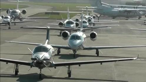 码得整整齐齐的飞机,敬等富豪们来选购