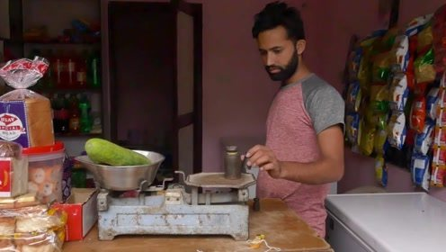 用这样的秤,真的不麻烦?在尼泊尔买菜,发现他们基本不用电子秤