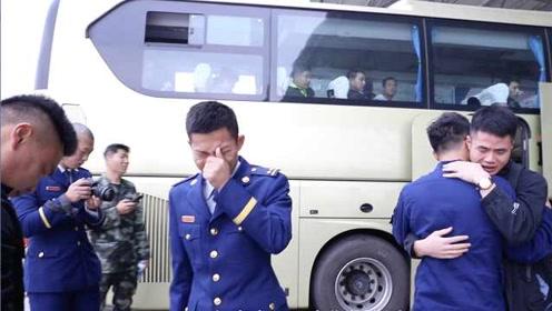 除了平安还是平安!消防员退伍返乡战友车站泪别:只盼平安