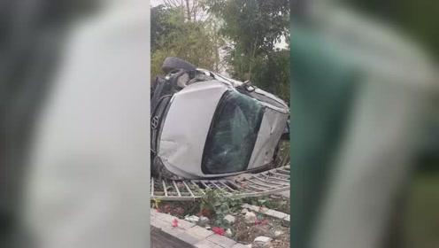 广西桂林一对夫妻开车追逐 致2人当场死亡1小孩重伤