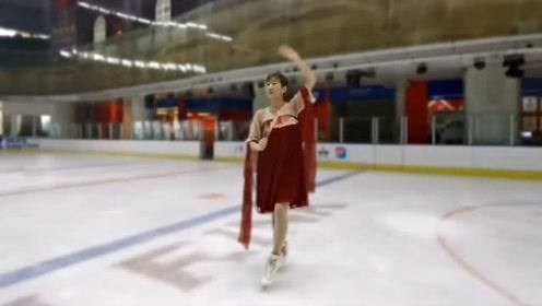 看过这么多版的《芒种》,还是这版最特别,滑冰场上跳舞真的美!