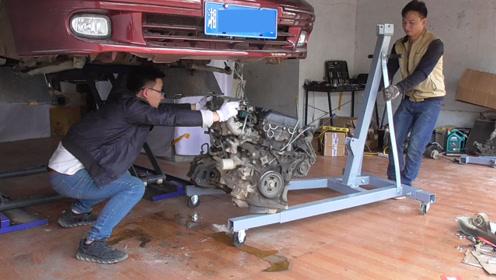 做了那么久的汽车修理工,还是第一次尝试这样吊发动机,真是长见识了!