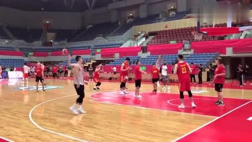 备战中澳男篮对抗赛第二场,赵睿反跑兜出来的三分有点水平!