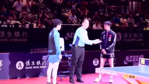 太受欢迎!香港赛半决赛日本张本智和一出场,全场观众欢呼尖叫