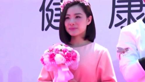刘璇虽只有1米5的身高,但只要一穿上西装,真是美翻天了!