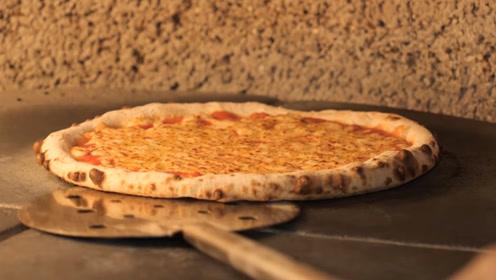 实拍披萨制作步骤,只需三步,刚出炉的干酪披萨令人食指大动!