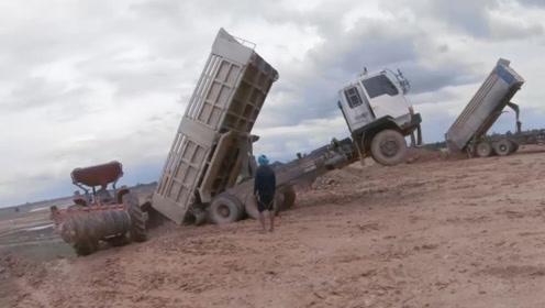 太尴尬了,翻斗车卸货时,车头翘起来,折腾很久才成功落地