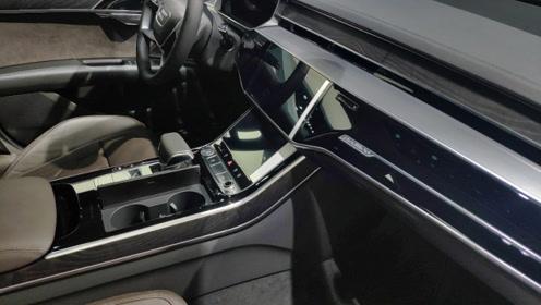 真是大豪的座驾!3.0T+8AT动力,内饰打造科技豪华