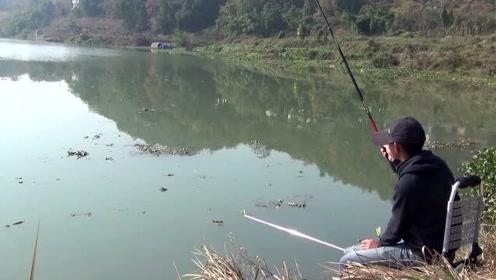 河边钓鱼,五米多深钓翘嘴,水深的地方鱼果然更大