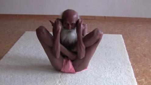 印度101岁瑜伽大师,身体像面条一样柔软,并说出了长寿秘诀