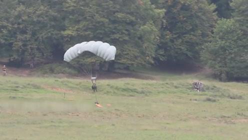 驻日美军又在冲绳惹事,空降兵训练误降到了农田里