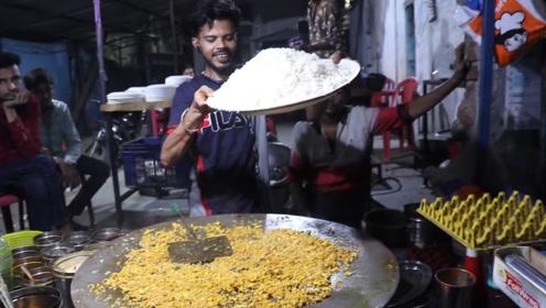 小伙街头卖蛋炒饭,一份卖5元不够卖,印度吃货:好吃