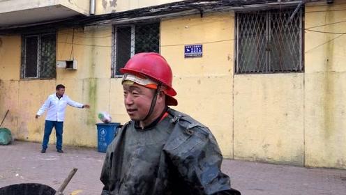 哈尔滨农村大哥:清理下水井淤泥,管吃管住一天挣多钱