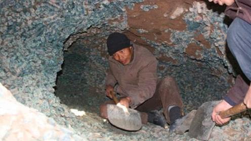 男子修缮房屋,意外挖出地下银行,专家赶到后:一定要上交国家