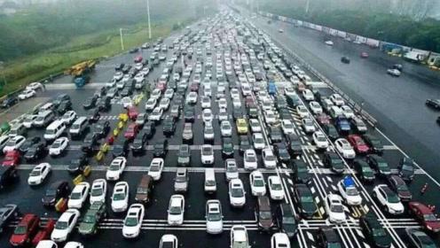 中国最严重的一次堵车,100公里堵了25天,上万名司机被困!
