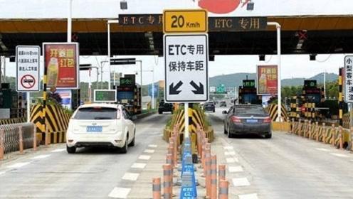 """高速上误入""""ETC""""通道咋办,可以直接倒车吗?交警三个字回答"""