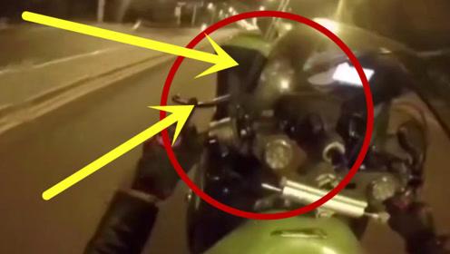 豪车司机看不起摩托,摩托小伙霸气回绝,用实力打脸!
