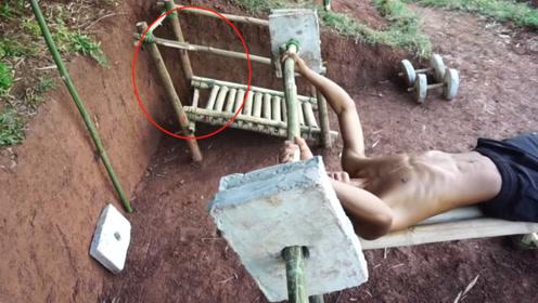 农村小伙办不起健身卡,在家打造健身房,看到跑步机彻底服了