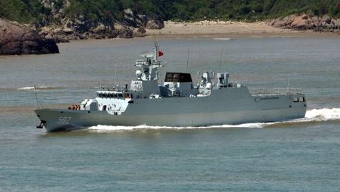 056护卫舰有多大?把它和054护卫舰与辽宁舰对比,一比便知