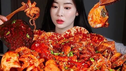 韩国美女吃海鲜大餐,12种海鲜想吃哪个随心所欲,吃得超满足超过瘾