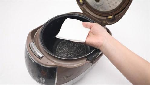 在电饭锅里铺一层纸,用途真厉害,解决家里一大困扰,又学会一招