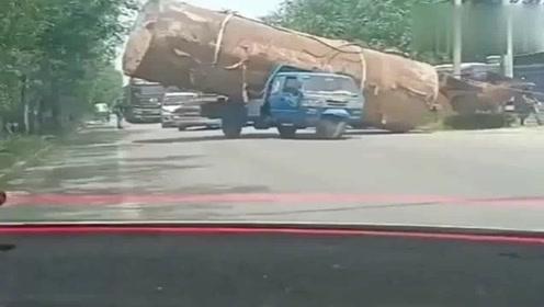 网友:大哥也不看看自己什么车,你怎么不去拉地球啊?