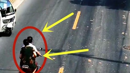 男子带老婆回家被撞,老婆右腿直接连根折断,这叉劈的太瘆人!