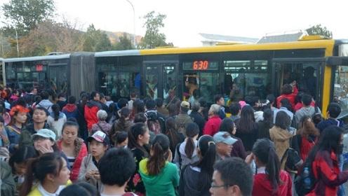 为什么取消老年公交卡的呼声,会越来越多?原因很现实!