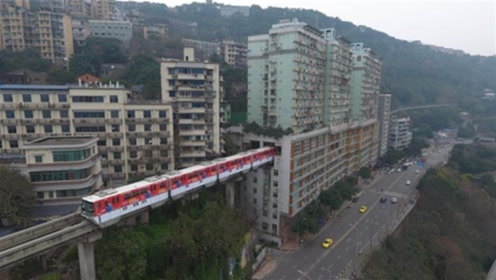 老外来中国旅游,到了重庆之后惊呆了,大呼:这是人住的地方吗