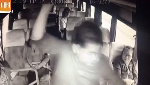 温州男乘客暴力拉拽司机,抢夺方向盘!公交车冲向护栏连撞十几米