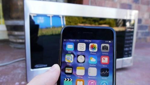 手机放入微波炉加热,会是什么下场?隔着屏幕都感受到了!