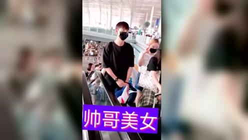 杨紫李现机场偶遇,这不是缘分,那撞衣柜又是什么呢?