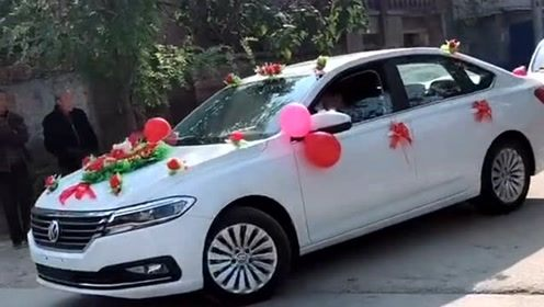 这样的婚礼才有趣,头车选择的是新款朗逸,真是太低调了吧!