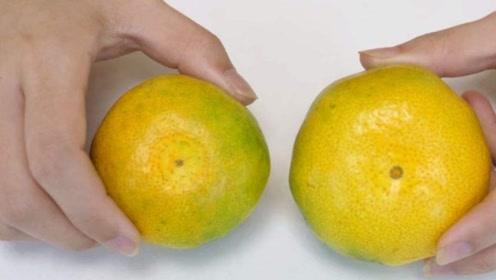 """橘子上有个""""小机关"""",甜不甜一目了然,爱吃的赶紧学,太实用了"""