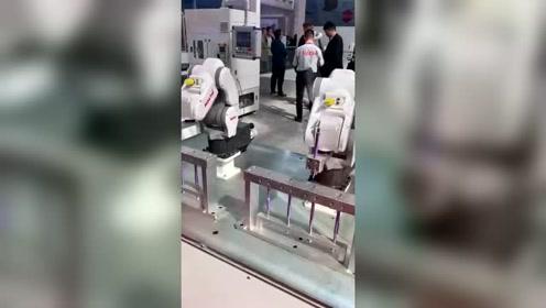 机器人都开始秀上了!