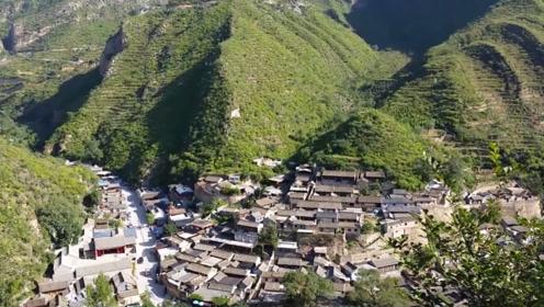 """大山深处的奇怪村子,村里的人都活不过70岁,原因是""""诅咒""""?"""