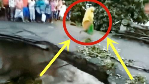 男子正拍摄洪水,没成想拍下他们生前最后20秒,太可怕!