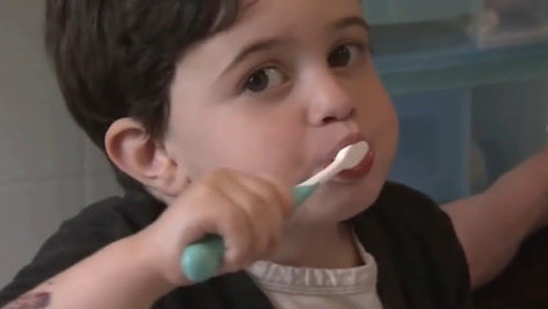 电动牙刷和普通牙刷有何区别?老外亲自测试,网友:有钱真好!