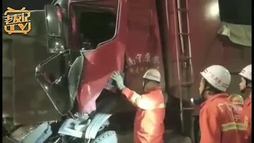 南宁两大货车相撞!1名驾驶员被困车内!
