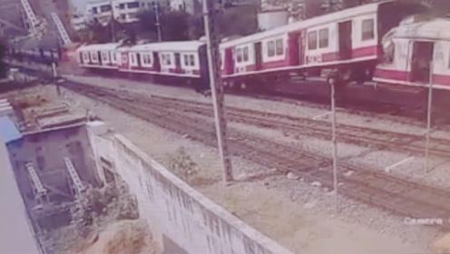 印度2火车迎头相撞已致1死30伤 车厢被撞飞乘客仓皇逃生